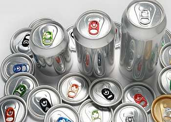 Coleta de sucata de alumínio