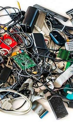 Empresa que retira lixo eletrônico