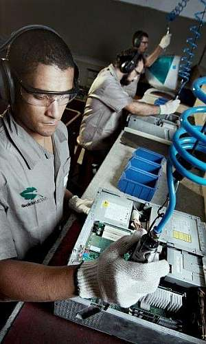 Empresas especializadas em reciclagem de resíduos eletrônicos