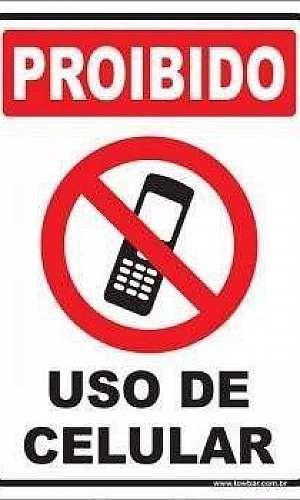 Placa proibido uso de celular